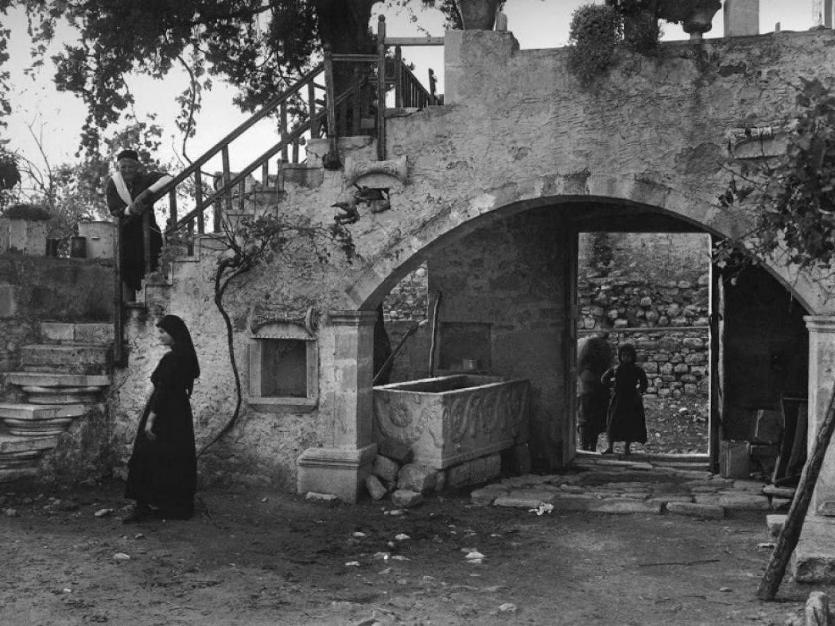 Κρήτη, προαύλιο σπιτιού, 1919