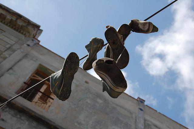 Cuba_shoefiti