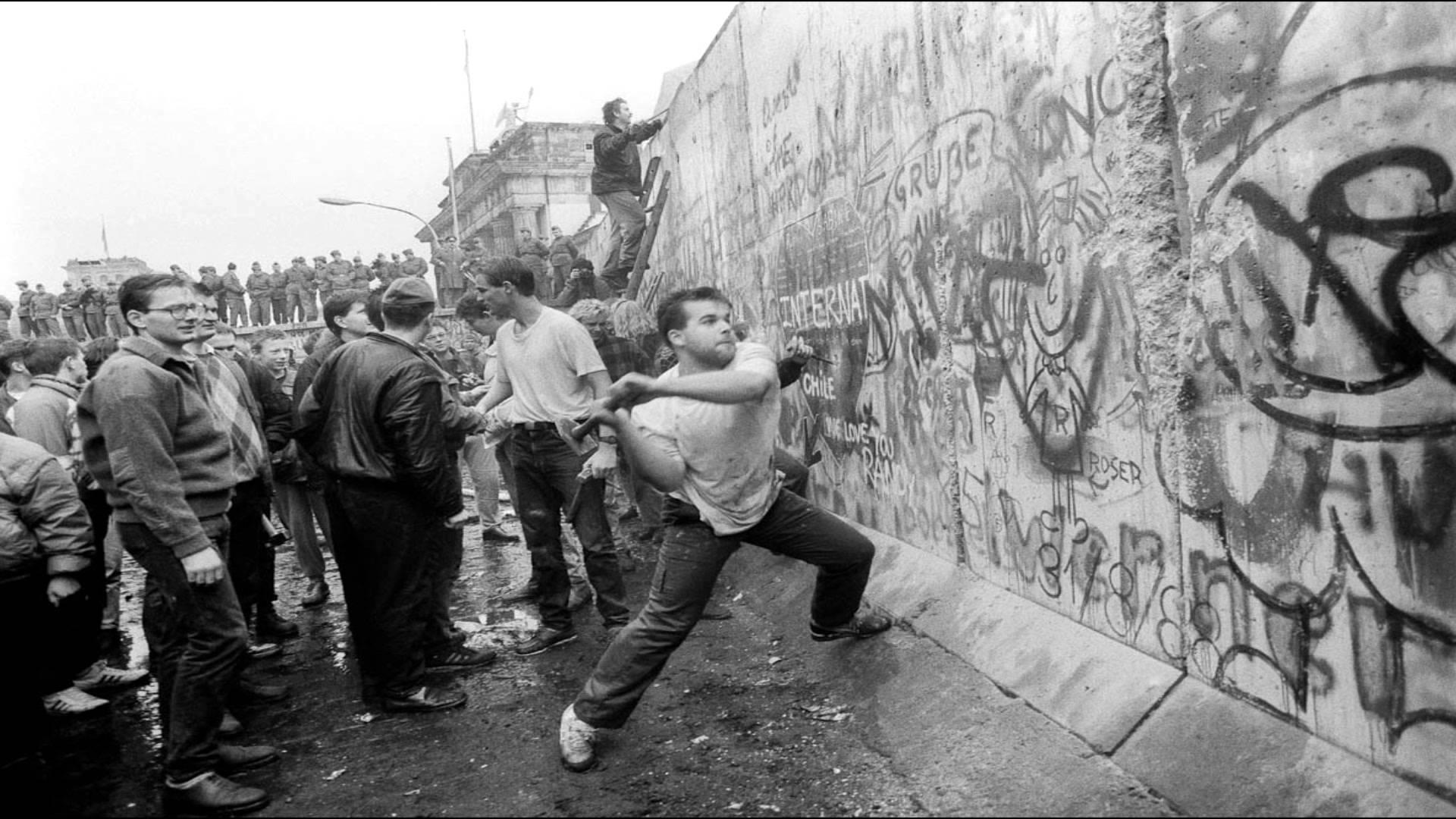 Βερολίνο 9η Νοεμβρίου 1989: Ένα «λάθος» που άλλαξε την ιστορία   Βίντεο