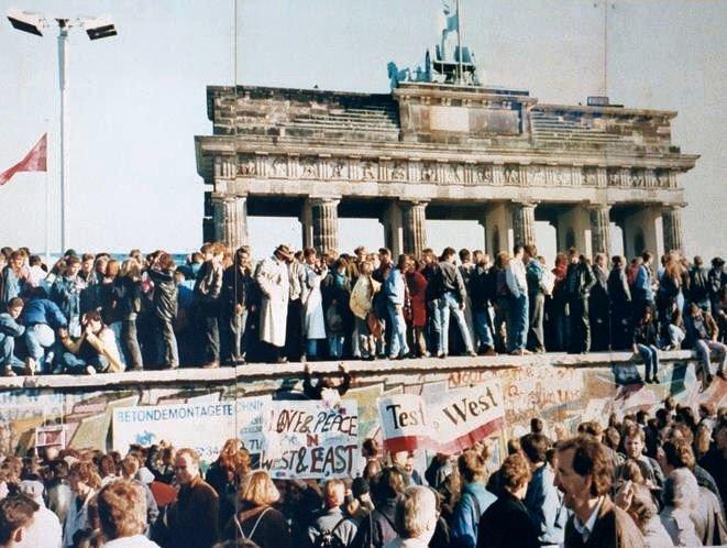 thefalloftheberlinwall1989_1