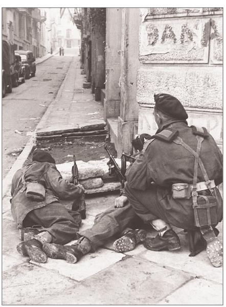 442px-BritishSoldiersInKriezotou-Dec-1944