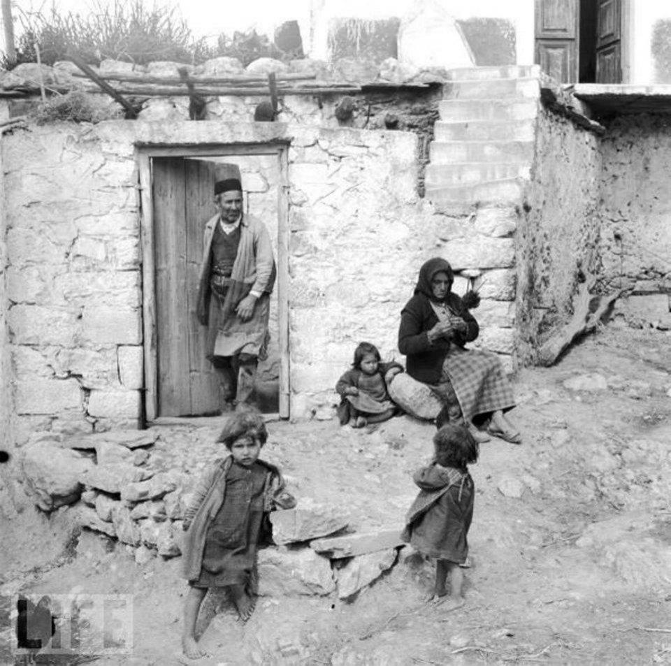 Αγροτικη οικογένεια Κρήτη 1947