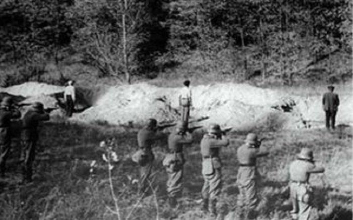 Στην τοποθεσία «Γολγοθάς» που βρίσκεται στην παλιά κοινότητα του Γαλατά, πίσω από τις φυλακές της Αγιάς Χανίων μεταφέρθηκε στις 20 Μαΐου 2013 το «τίμιο ξύλο», δηλ. ο κορμός στον οποίο έδεναν τους πατριώτες που εκτέλεσαντα γερμανικά στρατεύματα κατοχής