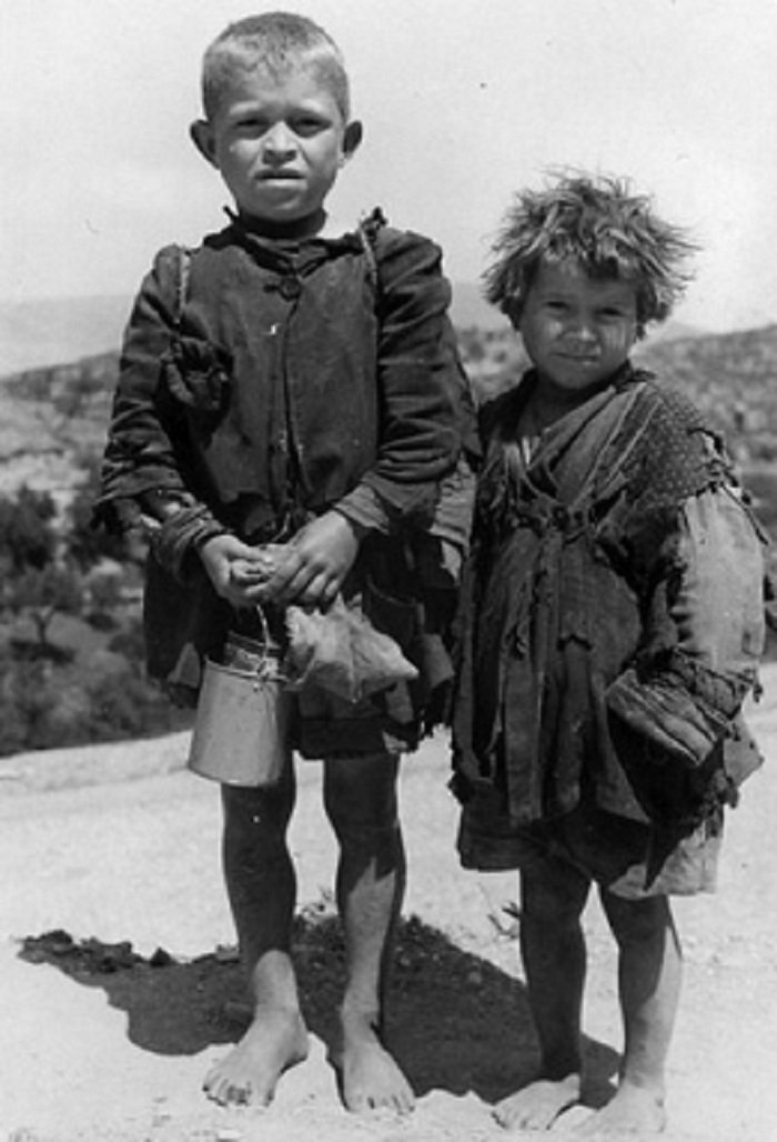Παιδιά την περίοδο της Γερμανικής κατοχής στην Κρήτη, 1941 – 1944 (Γερμανός φωτογράφος, συλ. Θεοφάνη Κοκκινάκη, Καστέλι, Καλογεράκης Γιώργης)