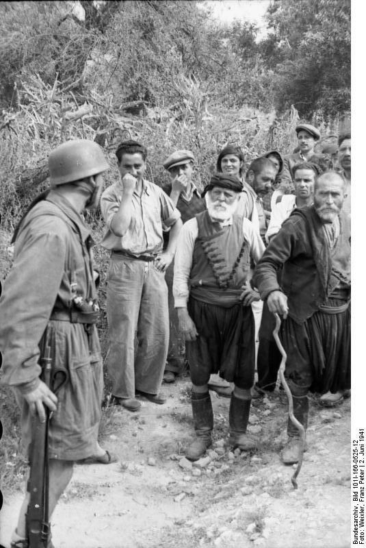 Φωτογραφίες του Franz Peter Weixler (πολεμικού ανταποκριτή της Βέρμαχτ) από την πρώτη εν ψυχρώ εκτέλεση 23 αμάχων στην κατεχόμενη από τους ναζί Ευρώπη με προσωπική διαταγή του Γκαίρινγκ που σημειώθηκε στις 02 Ιούνιου 1941 στο Κοντομαρί Χανίων