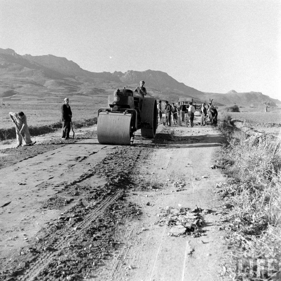 Κατασκευή δρόμων, Dmitri Kessel, 1948