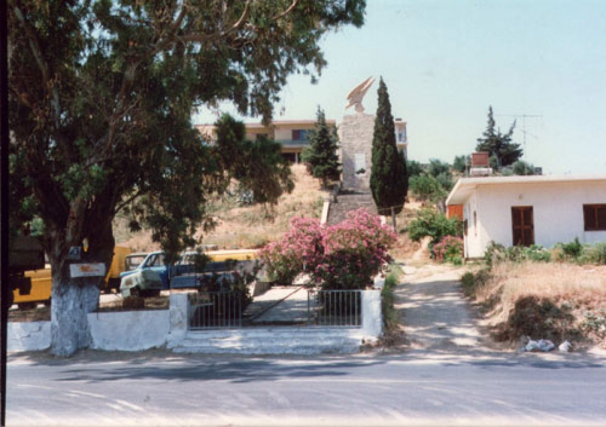 20090113_1980s-monument1