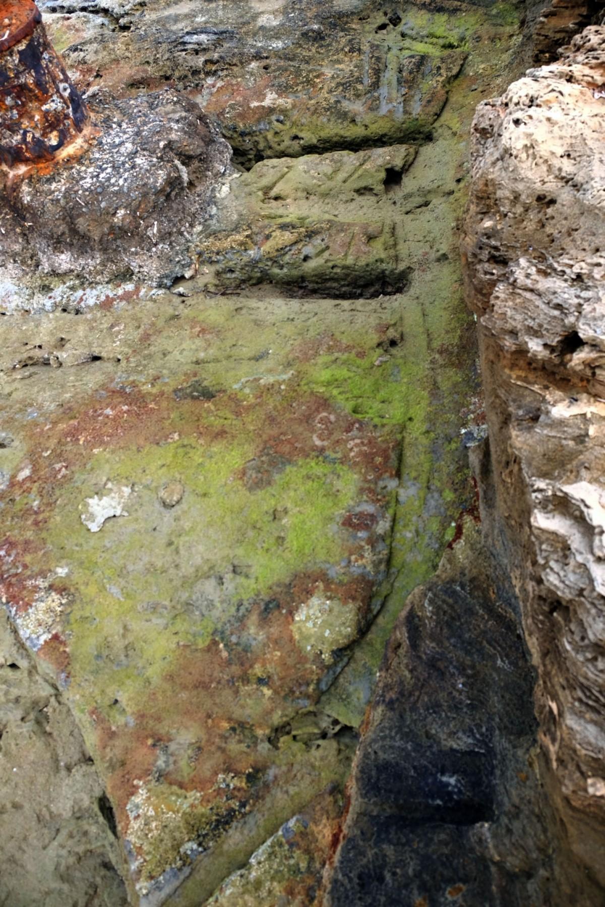 Τεχνολογία όπως η σημερινή με χρήση νερού στην καθέλκυση και λαξευμένα στο βράχο σχέδια