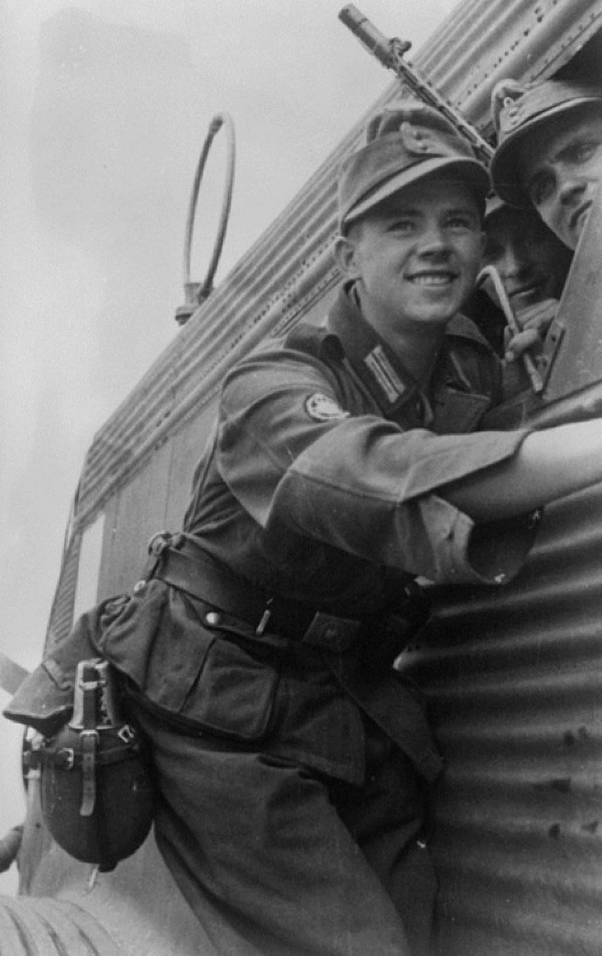 Gebirgsjäger smiling in a Ju-52 prior to their departure to Crete - 1941