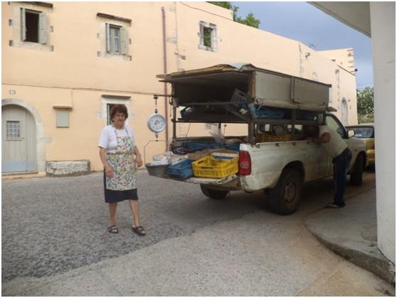 Έφερε και άλλες νοικοκυρές στο αμάξι του ο οπωροπώλης, όπως την Κατερίνα Χριστοδούλου