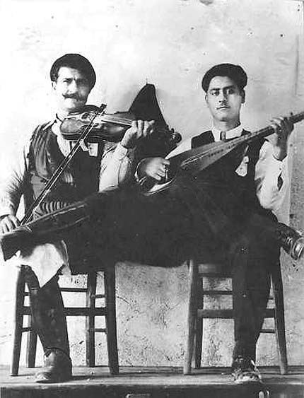 Cretan fiddler Papadakis and lauto player Koutzourelis