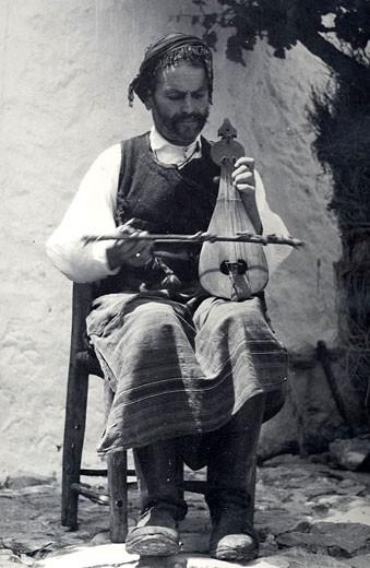 Cretan lira player, ealy 20th century (Nelly's, Benaki Museum, Athens)