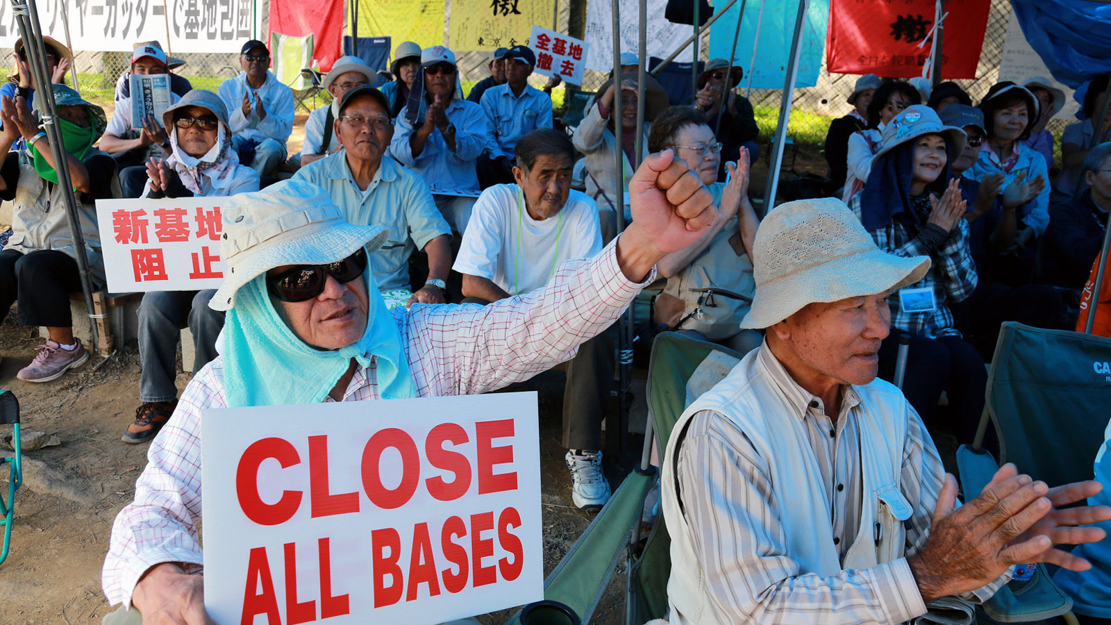 la-fg-okinawa-battle-us-bases-japan-20150917