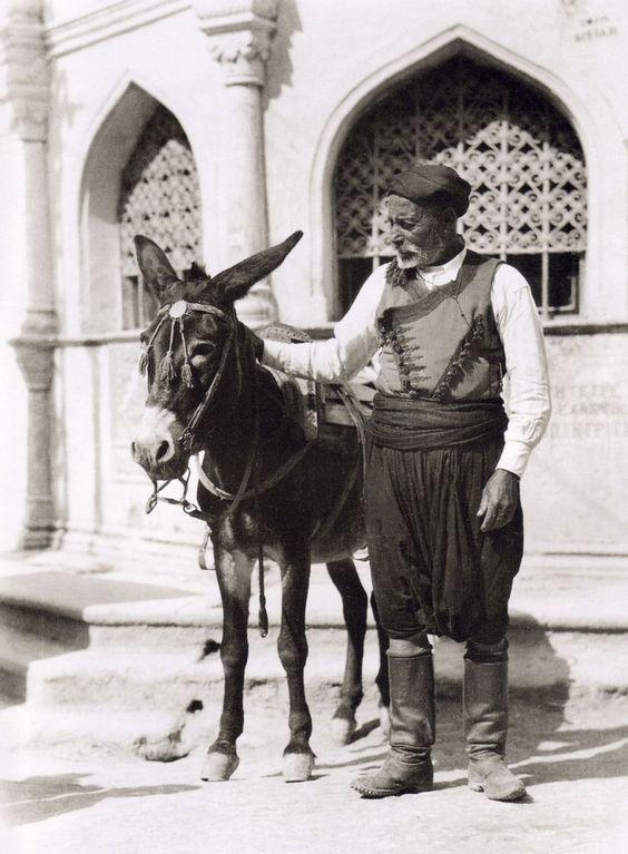 Ηράκλειο, Πλατεία Βαλιδέ Τζαμί. Nelly's - 1927
