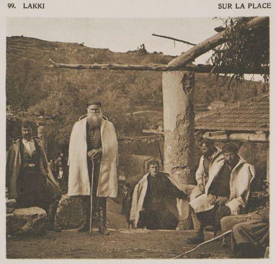 Η κεντρική πλατεία του χωριού Λάκκοι στα Χανιά. Lakki. Sur la place. 1919 BAUD-BOVY, Daniel, BOISSONNAS, Frédéric