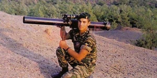Μανώλης Μπικάκης: Ο κρητικός κομάντο που κατέστρεψε έξι τουρκικά τανκ