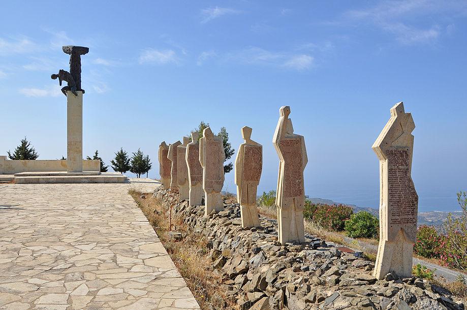 3. Το Μνημείο των Πεσόντων στον Αμιρά Βιάννου