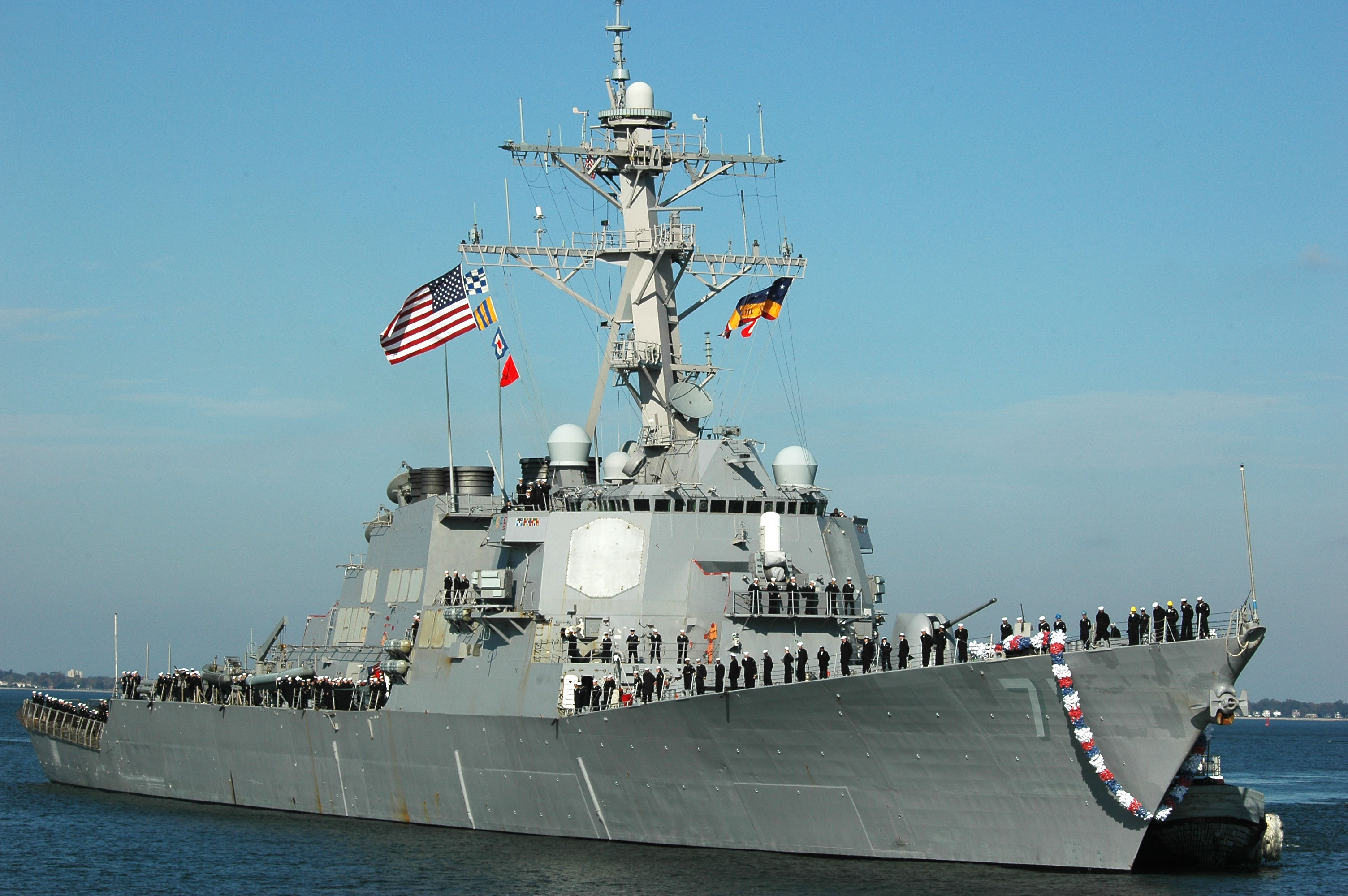 USS Ross HomecomingPhoto approved for release by MC1(SW) Stefanie Holzeisen-mullen, Fleet Public Affairs Center, Atlantic, (757) 444-4199 x 344