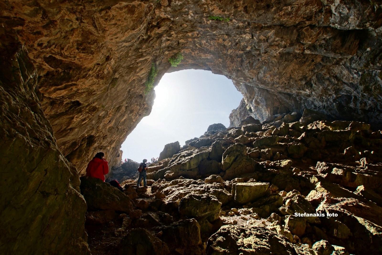 Το-εσωτερικό-του-σπηλαίου