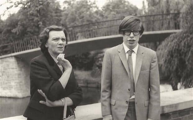 Stephen-Hawking-jovem