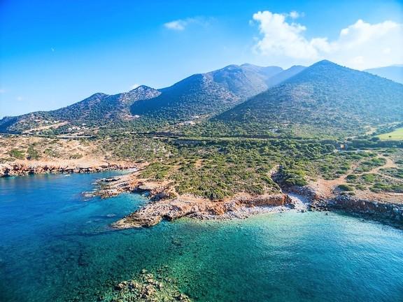 Η Κρήτη πωλείται: «Τρελή» ζήτηση για τις παμφτηνές λόγω κρίσης βίλες, παλιά σπίτια και παραθαλάσσια οικόπεδα στην Κρήτη