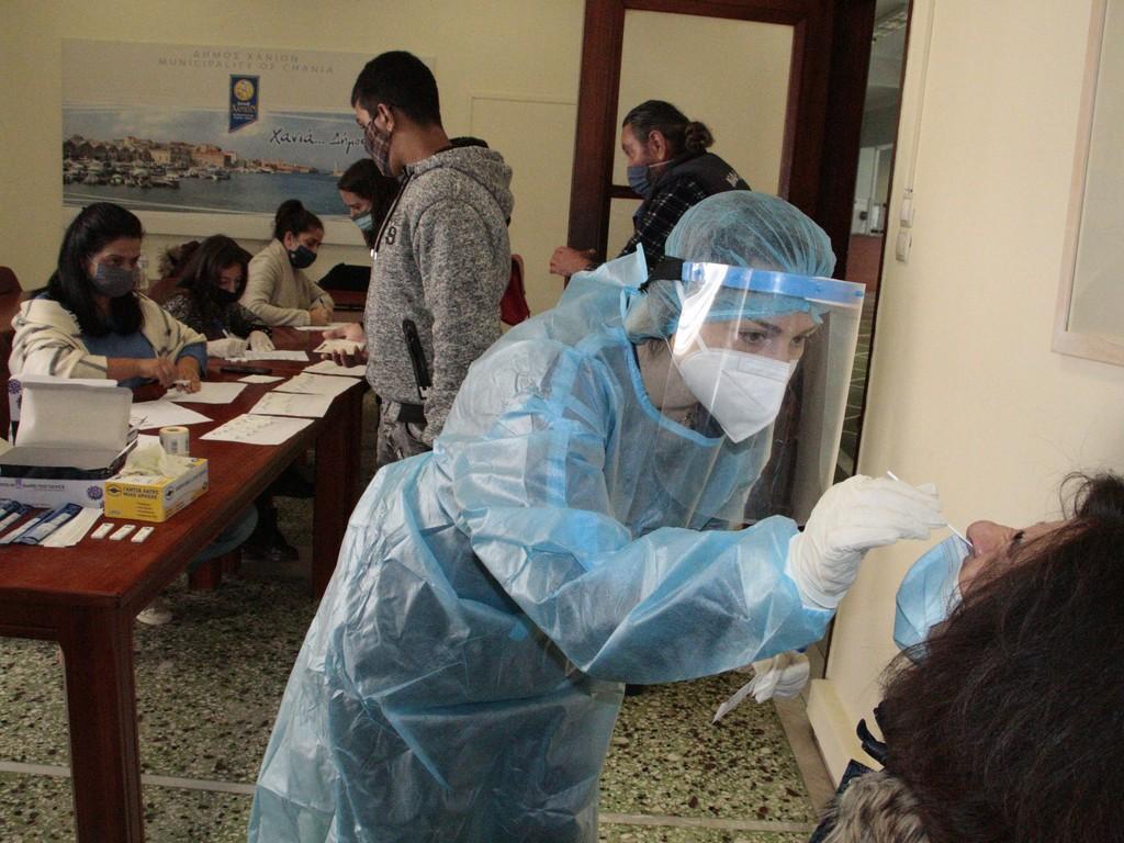 Σταθερά υψηλά: Στα 2.489 τα νέα κρούσματα, 707 διασωληνωμένοι και 70 θάνατοι – 101 κρούσματα στην Κρήτη