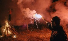 Φωτορεπορτάζ από την κατασκευή και το κάψιμο του Ιούδα στη Νέα Χώρα