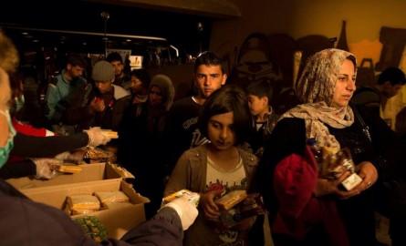 Για 3 μέρες οι 200 πρόσφυγες στο Κολυμβητήριο Ακρωτηρίου – Φωτογραφικό ρεπορτάζ