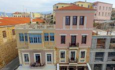 Μαζική η κινητοποίηση – αποκλεισμός του ξενοδοχείου Ambassadors Residence Hotel – Συνέλευση στις 5 το απόγευμα