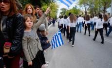 Δίχως κάγκελα και με χιλιάδες Χανιώτες η μαθητική παρέλαση – Μήνυμα Πολάκη για την επέτειο | Φωτός