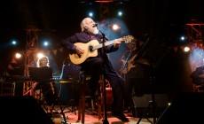 "H συναυλία του καλοκαιριού έγινε στα Κεραμειά – Μαγική βραδιά με τον Διονύση Σαββόπουλο στις ""Νεράιδες"" | Φωτός"
