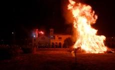 Έκαψαν τον πιο μεγάλο Ιούδα των Χανίων οι νέοι της Σούδας | Φωτορεπορτάζ