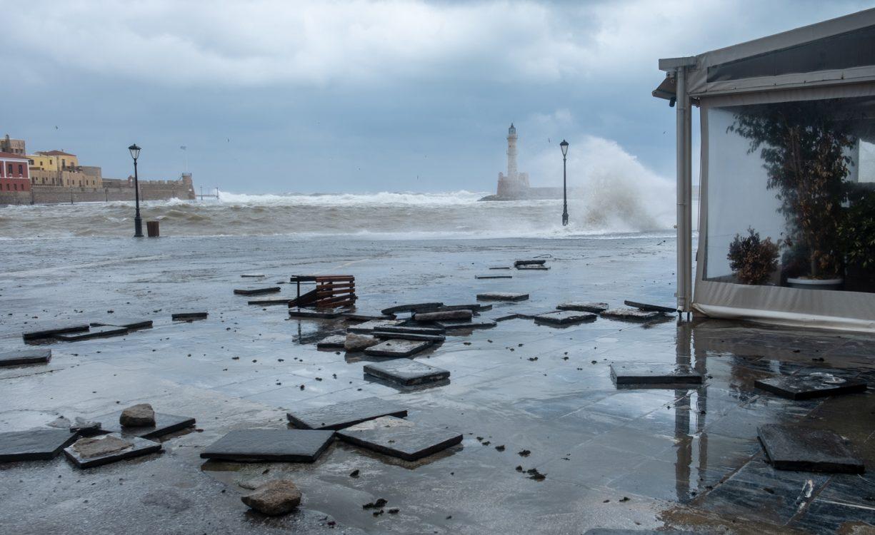 Σημαντικές ζημιές και στο Παλιό Λιμάνι από την κακοκαιρία αλλά και… όμορφες εικόνες | Φωτός