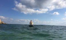 «Ναΐσκοι μνήμης»: Πλωτά προσκυνητάρια στο λιμάνι του Ηρακλείου στη μνήμη των νεκρών προσφύγων | Φωτός