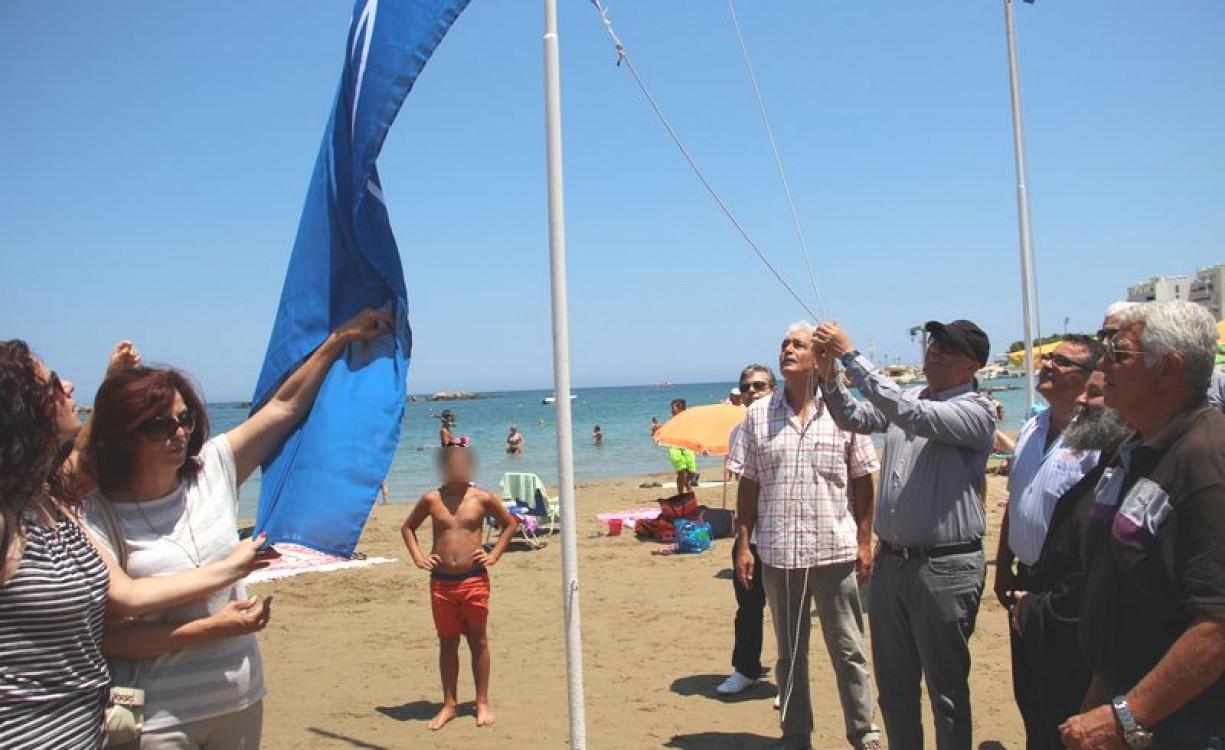 """Επανήλθε η """"Γαλάζια Σημαία"""" στην παραλία της Ν. Χώρας – Ξεκινά η διαδικασία απαλλοτριώσεων για δίκτυο ποδηλατόδρομων και πεζόδρομων από τον Κλαδισό έως τους Αγ. Αποστόλους"""