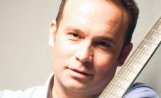 Ο Κώστας Μακεδόνας τραγουδά για τη Ιερά Μητρόπολη Κυδωνίας και Αποκορώνου