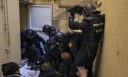 http://agonaskritis.gr/wp-content/uploads/bfi_thumb/aptopix_spain_financial_crisis_evictions-32f3w0l7h4j1yaj2ya1nnu.jpg