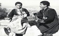 Ασπασία Παπαδάκη: H πρώτη και μόνη γυναίκα που έπαιξε και λύρα και βιολί | Φωτός+Βίντεο
