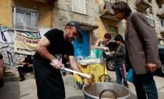 INE-ΓΣΕΕ: 4 στους 10 Έλληνες σε απόλυτη φτώχεια