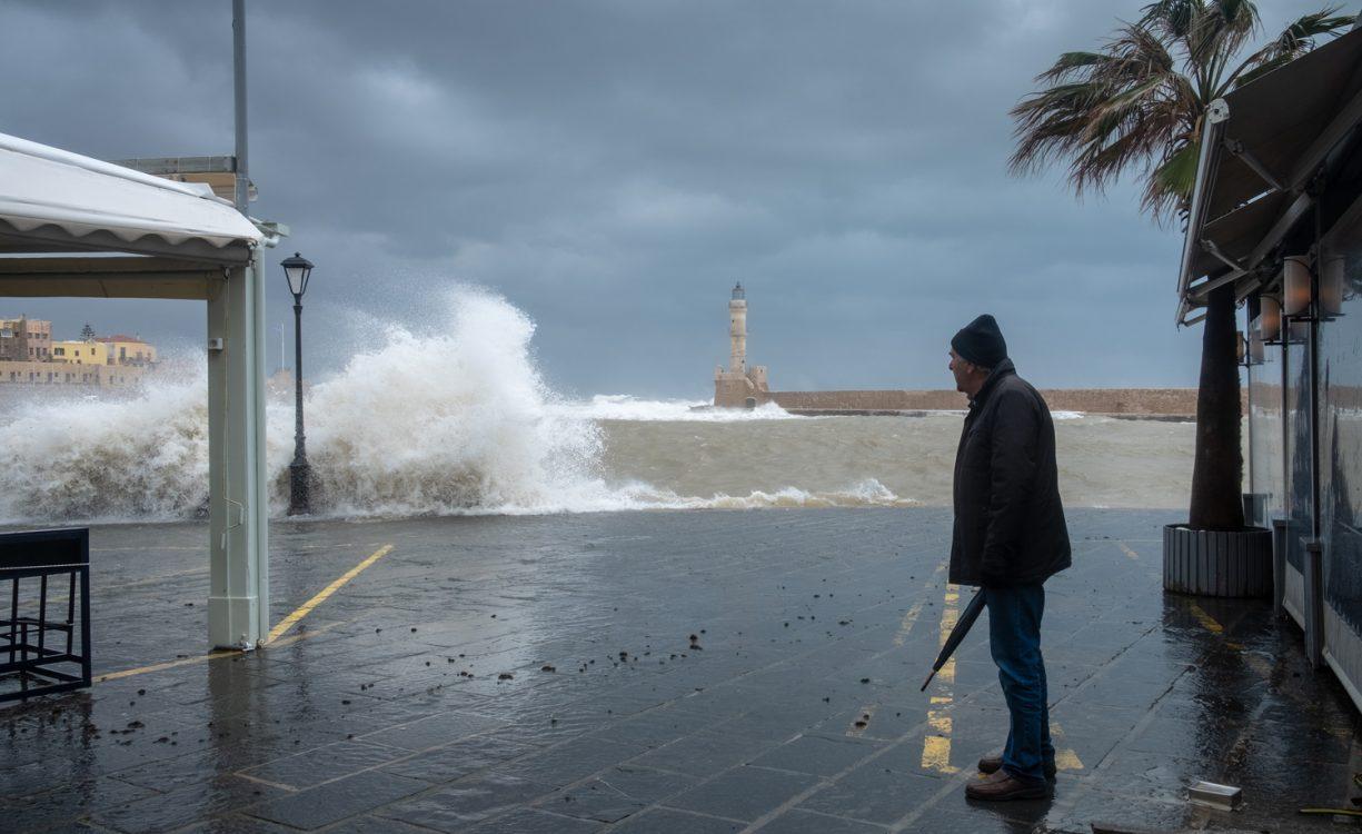 Θυελλώδεις άνεμοι και τοπικές βροχές αλλά και θερμοκρασίες μέχρι και 25 βαθμούς σήμερα στην Κρήτη