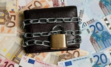 Δεν θα γίνονται κατασχέσεις από τις εφορίες για οφειλές κάτω των 500 ευρώ