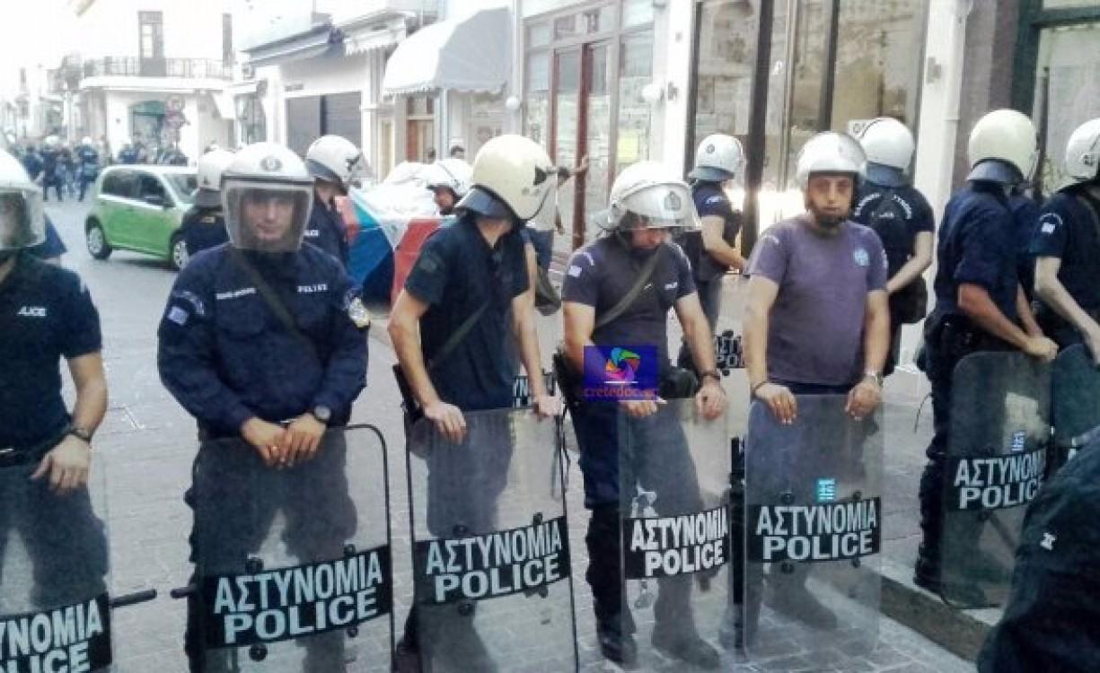 Οι αστυνομικοί αρνούνται να συμβάλουν σε (άλλους) πλειστηριασμούς και συντάσσονται με όσους διαμαρτύρονται