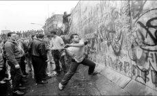 Βερολίνο 9η Νοεμβρίου 1989: Ένα «λάθος» που άλλαξε την ιστορία | Βίντεο