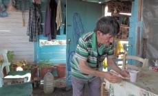 Ο άνθρωπος που έζησε 40 χρόνια μόνος σε ένα νησάκι νότια της Κρήτης έγινε ντοκιμαντέρ | Βίντεο