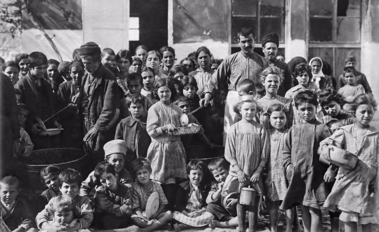 Όταν η Κρήτη υποδεχόταν τους πρόσφυγες του '22 και οι Κρητικοί ταυτιζόταν από φιλομοναρχικούς και εθνικιστές με τους πρόσφυγες